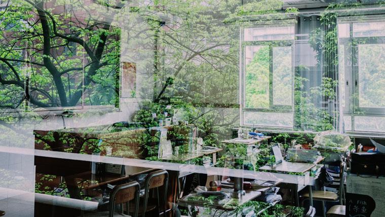試験を待っている教室